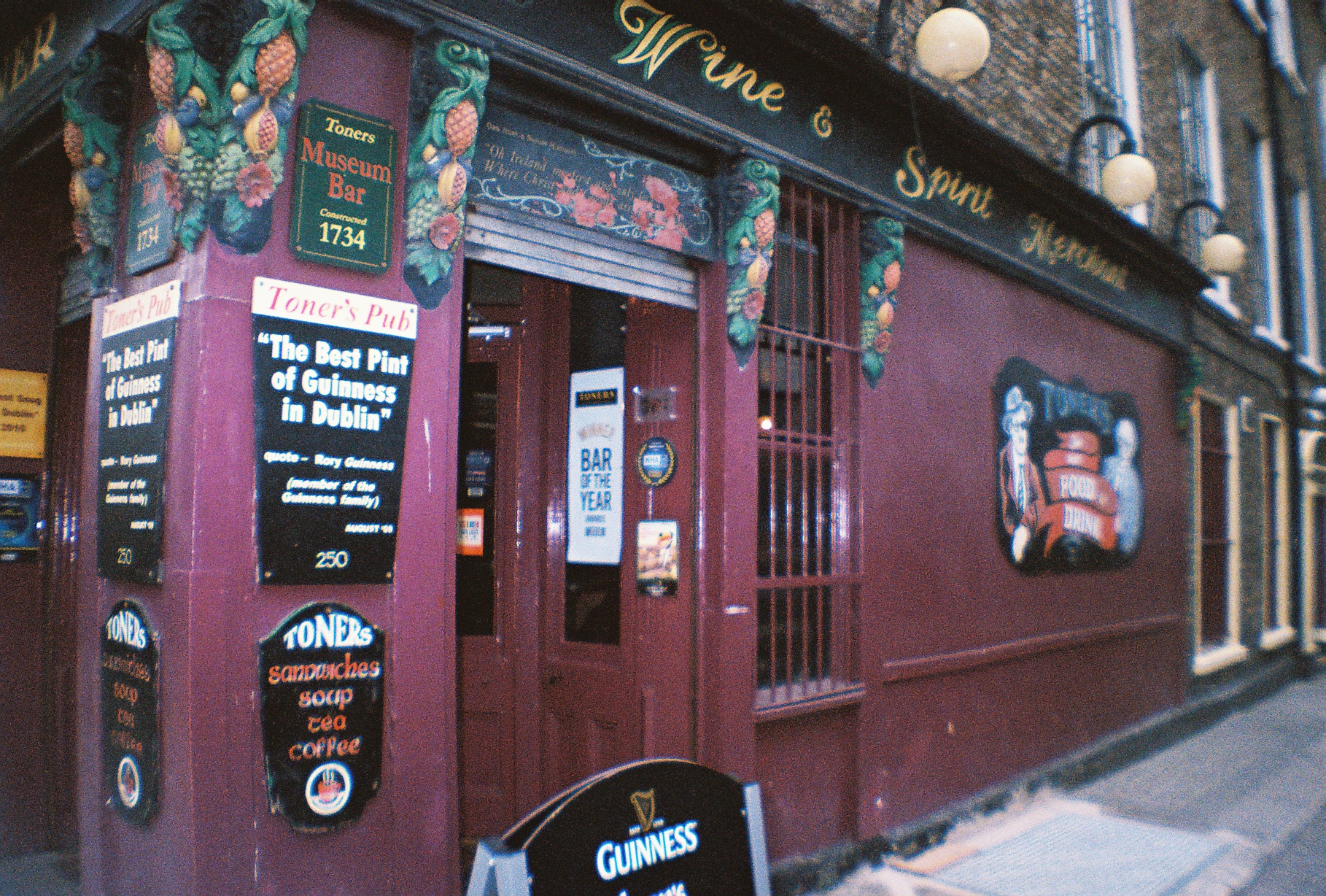 Irish pub: a view from outside